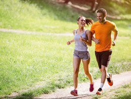 Movimento e attenzione a tavola: così si combatte il colesterolo