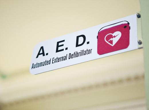 A chi serve la canotta che fa da defibrillatore?