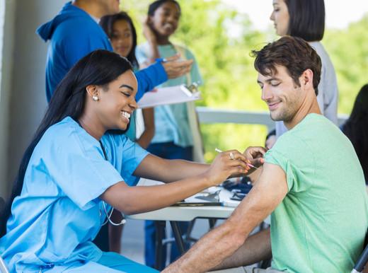 Più infarti, scompenso che peggiora: il virus dell'influenza attacca il cuore