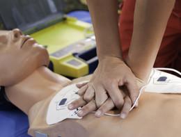 Il massaggio cardiaco, anche se non lo fa un esperto, può salvare la vita